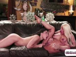 Boss Luna watches her maid squirt on her couch and joins in picture slut