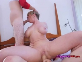 Cougar Dee Williams Gets Spit Roasted By Hung Boys picture slut