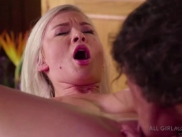 Emily Right enjoys Victoria Voxxx tongue licking her pussy picture slut