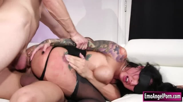 Ink punk babe blindfolded n double penetrated by 2 big cocks picture slut