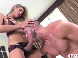 TS Vivi Isobelle opens mouth and welcome dudes cream picture slut